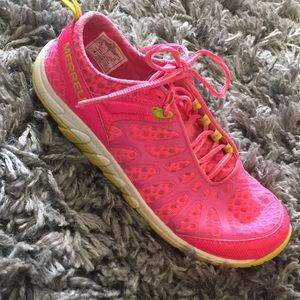 Size 6.5 Merrell sneakers. Super light, EUC.